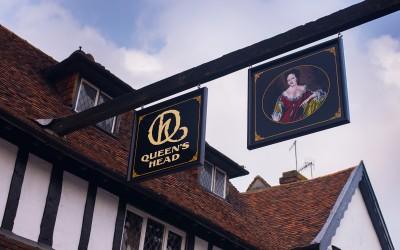 The Queen's Head, Pinner – pub signwriting